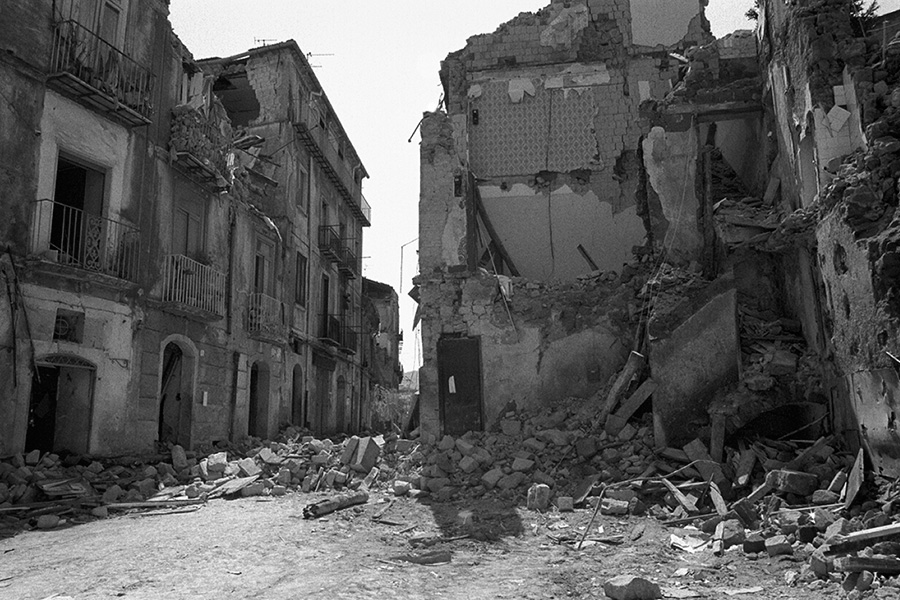 Salerno in spring 1981 after the earthquake